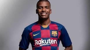 Sergio Akieme luce con la camiseta del FC Barcelona