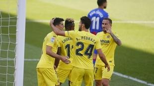 Los jugadores del Villarreal celebran el gol de Gerard Moreno.