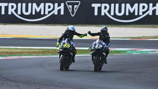 Rossi felicita a Viñales.