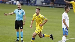 Barbero celebra el primer gol del Alcorcón al Tenerife en Santo...