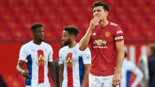 Maguire se lamenta durante el partido  