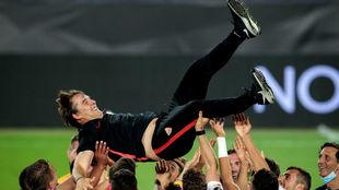 Lopetegui celebrates winning the Europa League