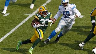 Aaron Jones se escapó 75 yardas para touchdown.