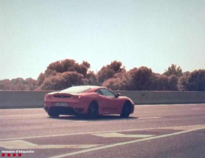 Denunciado por conducir un Ferrari a 216 kilómetros por hora, bebido...