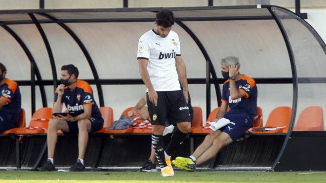 Guedes, cabizbajo en un partido de pretemporada del Valencia.