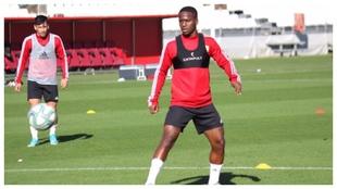 Jonathan Silva, durante un entrenamiento con el Almería.