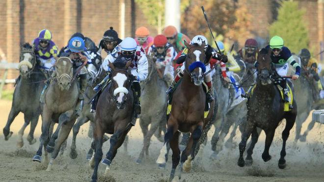 Una carrera de caballos.