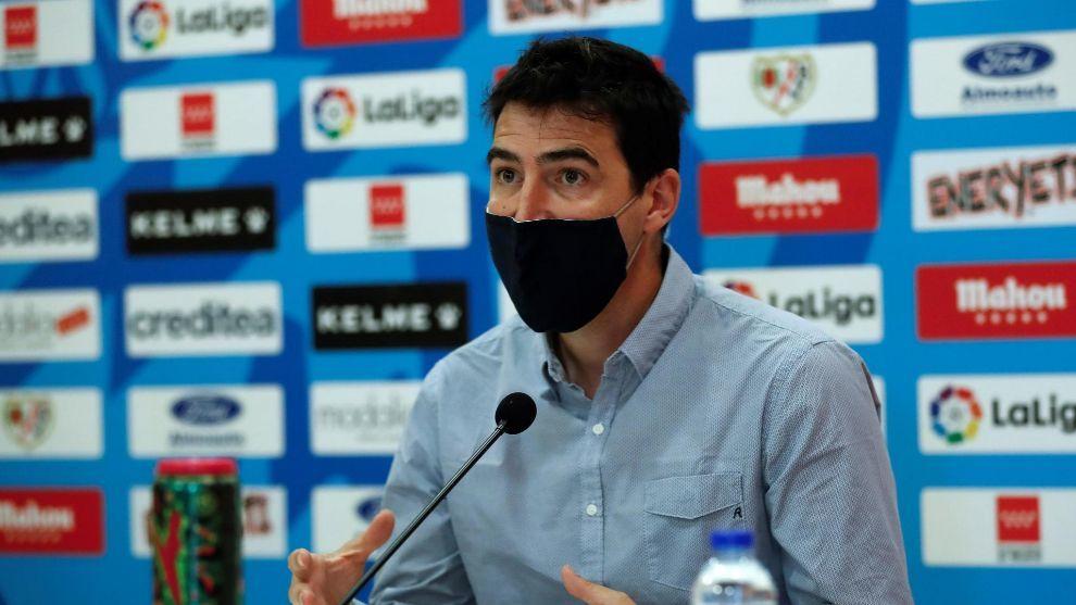 Andoni Iraola, durante una rueda de prensa. Chema Moya / EFE