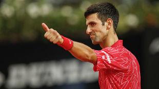 Djokovic hace un gesto de aprobación