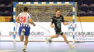Un momento del partido entre el Porto y el Elverum de la primera...