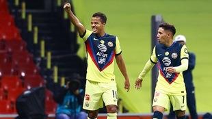 Giovani dos Santos marcó su tercer gol con el América ante Chivas.