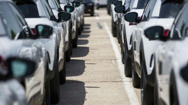 Vehículos nuevos en la fábrica de PSA en Villaverde (Madrid).