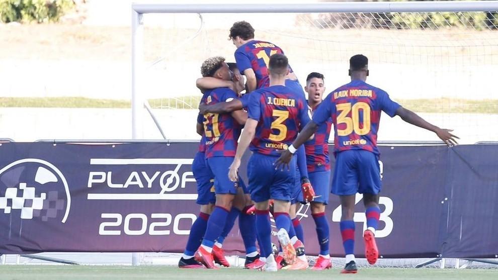 Jugadores del Barça B celebran un gol.