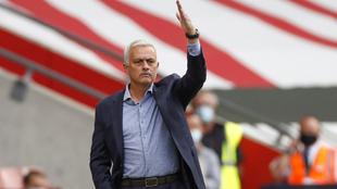 Mourinho gesticula durante un partido del Tottenham