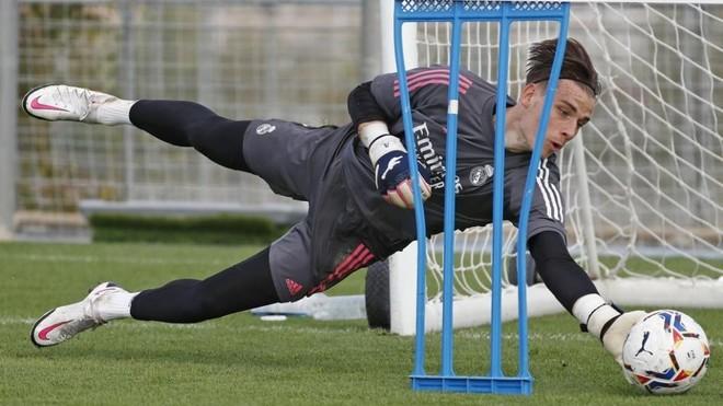 Lunin, durante un entrenamiento del Real Madrid en Valdebebas