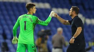 Kepa y Frank Lampard después de un partido de la Premier League...