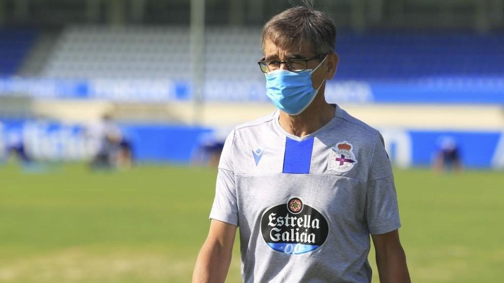 Fernando Vázquez, en un entrenamiento del Deportivo la pasada...