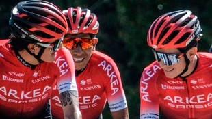 Nairo Quintana, en el centro, en una etapa del Tour.