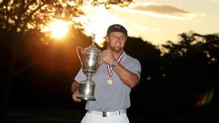 Bryson DeChambeau vino a revolucionar el swing en el golf.