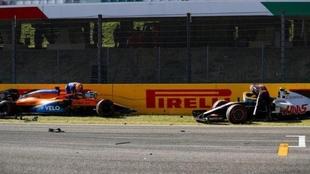 Carlos Sainz y Kevin Magnussen tras el accidente en Mugello.