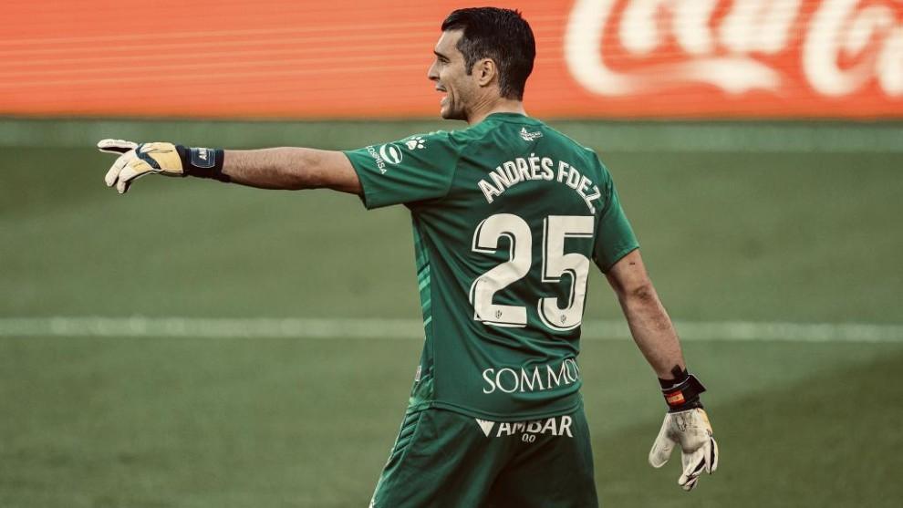 Andrés Fernández, durante un encuentro.