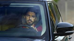 Luis Suárez en su coche.