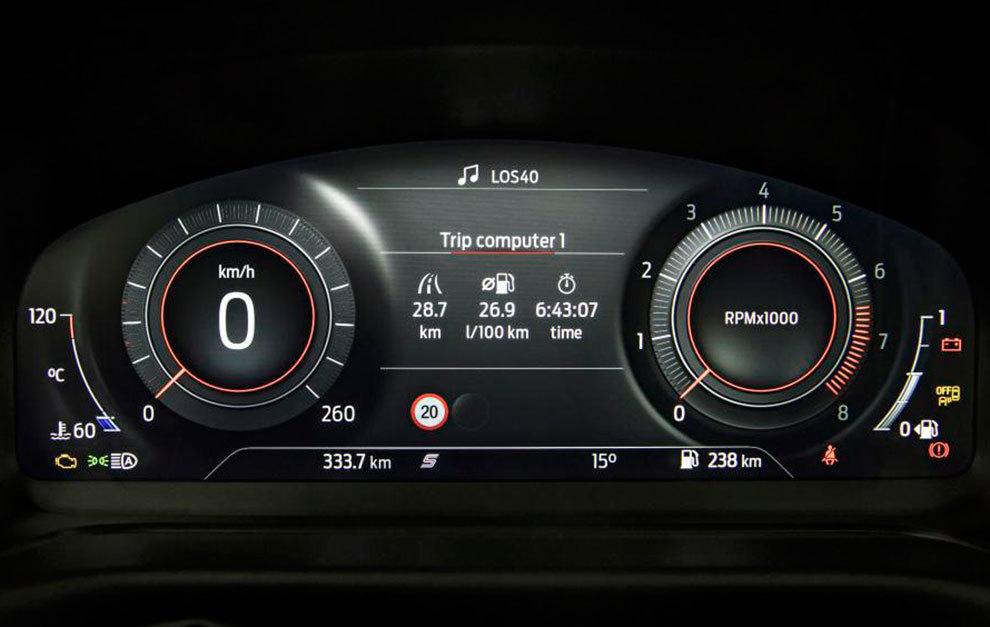 El cuadro de relojes permite cambiar el diseño según el modo de conducción elegido.