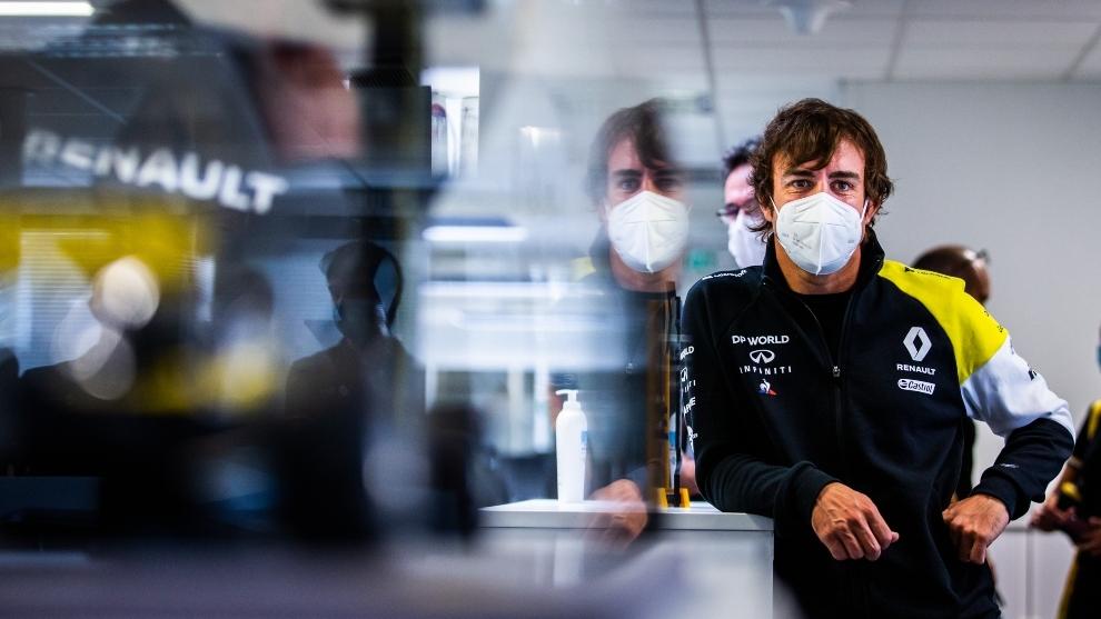 Fernando Alonso en su visita a Renault.