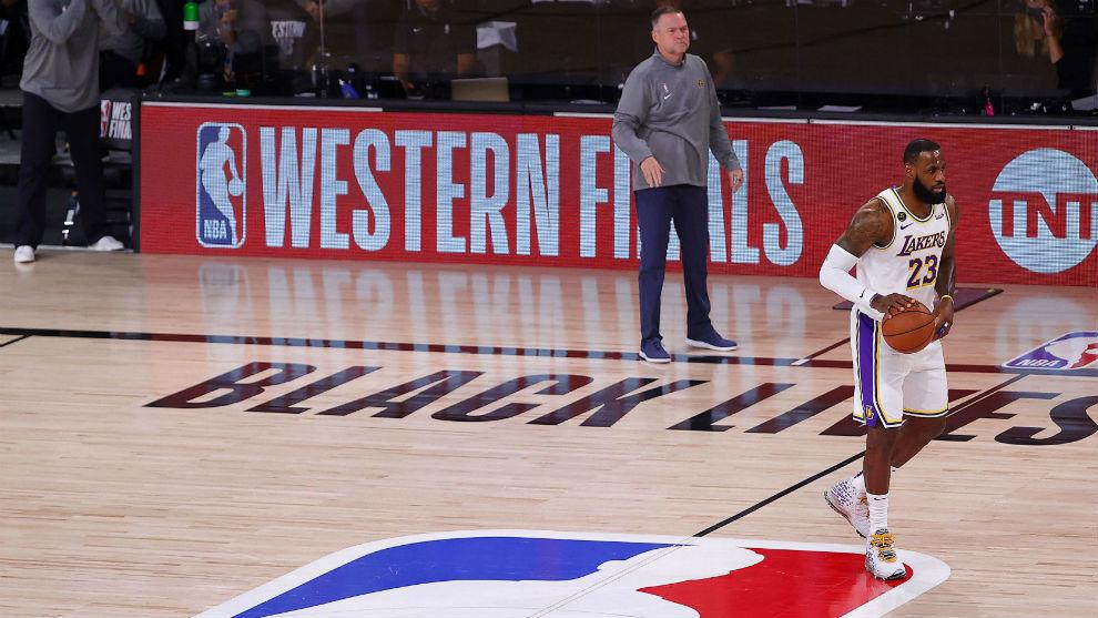 Los Lakers denuncian el trato a LeBron James y se quejan de sus tiros libres