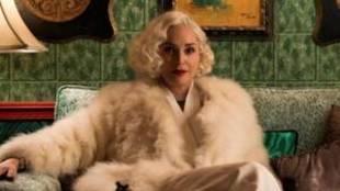 Sharon Stone interpretando a Lenore Osgood en la serie...