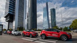 Los Renault Captur junto a las cuatro torres en la zona norte de...