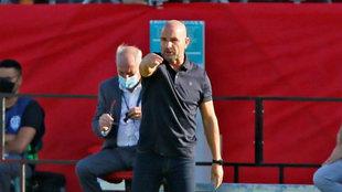 El técnico del Levante, Paco López, en un partido.