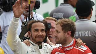 Hamilton saluda junto a Vettel.