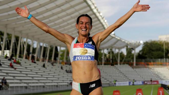 Esther Guerrero celebra su victoria en los 800 metros del Campeonato...