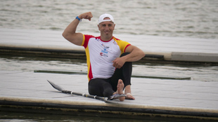 Juan Valle celebra su medalla en la Copa del Mundo de Szeged.