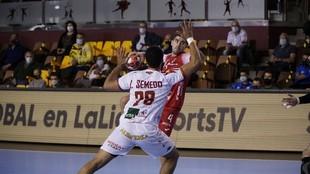 Simonet lanza ante el Ademar /
