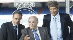 Pellegrini, con Florentino y Di Stéfano en su presentación con el...