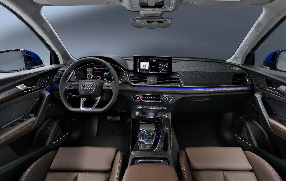 El volante multifunción plus permite el manejo de las funciones más importantes.