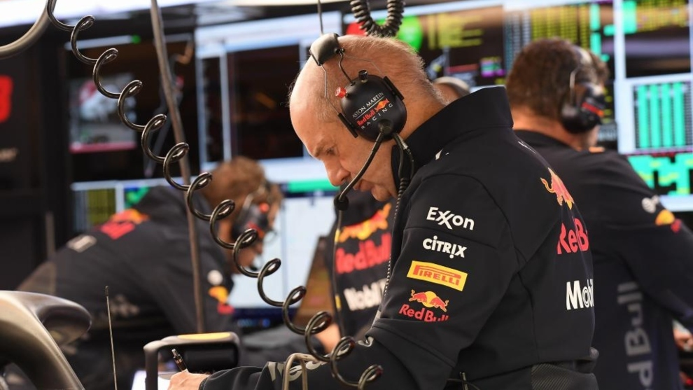 Adrian Newey en el box de Red Bull.