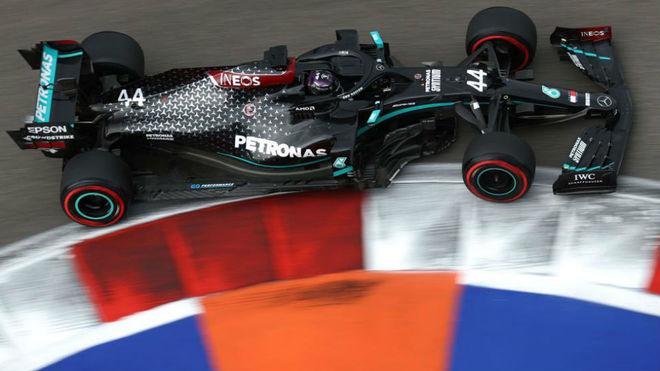Hamilton takes pole position in Sochi