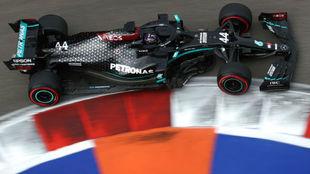 Hamilton, pole sobre Verstappen y Sainz sale 6º con opciones de podio