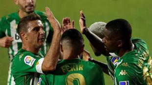 Celebración del gol de William Carvalho