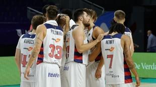 Los jugadores del TD Systems Baskonia celebran el triunfo ante el...