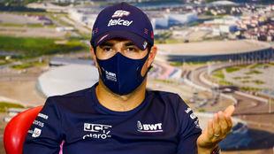 Checo Pérez, durante el Gran Premio de Rusia en Sochi.