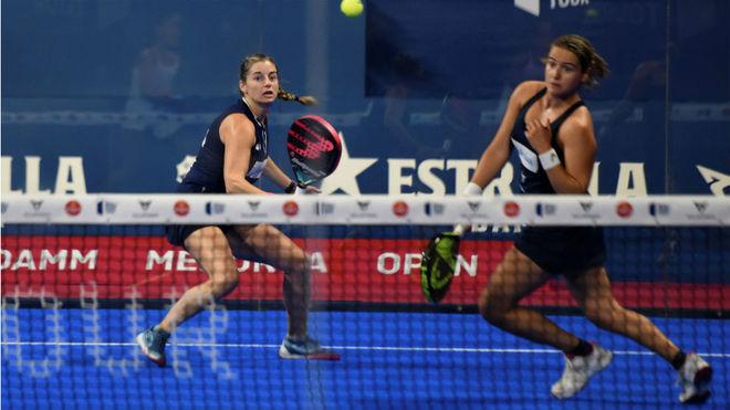 Alejandra Salazar y Ariana Sánchez, en un partido