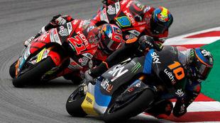 Luca Marini, delante de Di Giannantonio y Navarro, en carrera en...