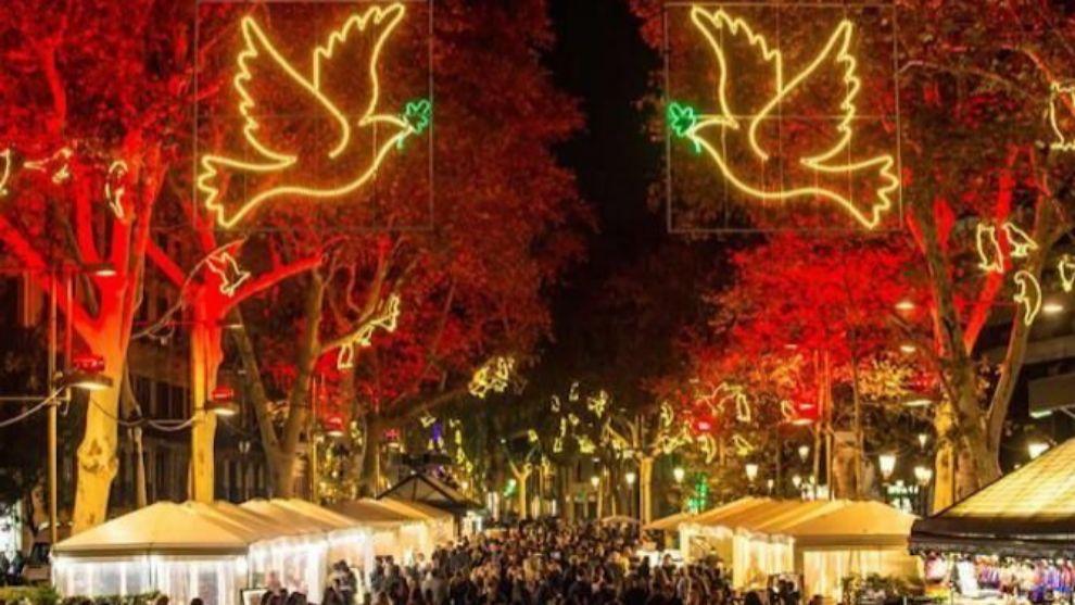 Imagen de Las Ramblas iluminadas durante la campaña de Navidad