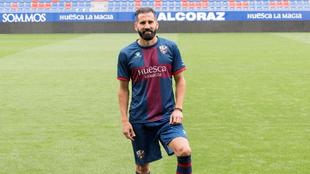 El griego, durante su presentación con el Huesca.