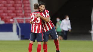 Trippier felicita a Luis Suárez