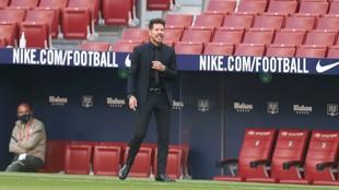 Simeone, durante el partido ante el Granada.